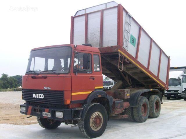 IVECO 330.30 camión volquete