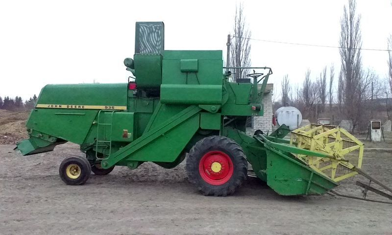 JOHN DEERE 935 cosechadora