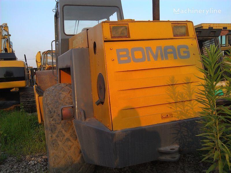 BOMAG BW217D-2 compactador de tierra