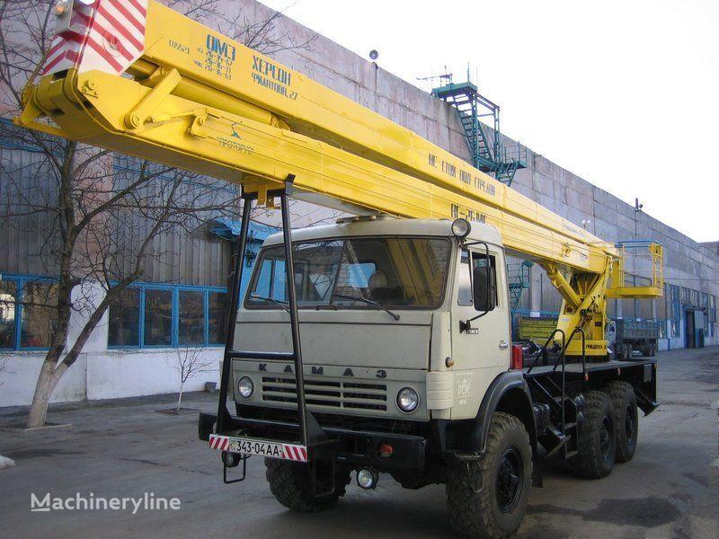 KAMAZ plataforma sobre camión