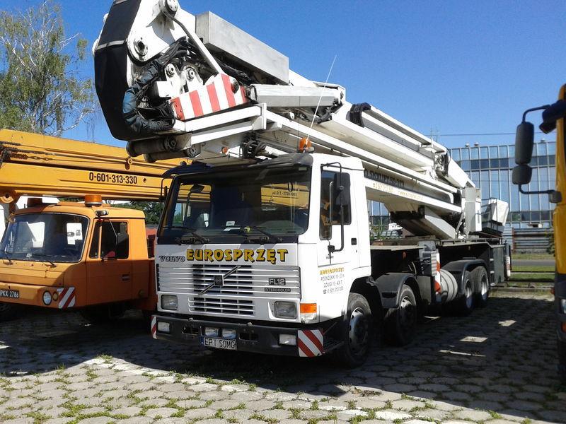 VOLVO BRONTO SKYLIFT 50-3T3 plataforma sobre camión