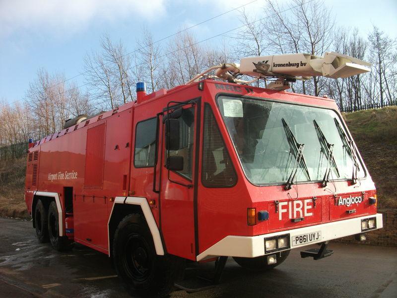 ## FOR HIRE # ANGLOCO AIRPORT FIRE FIGHTING VEHICLE / KRONENBURG camión de bomberos