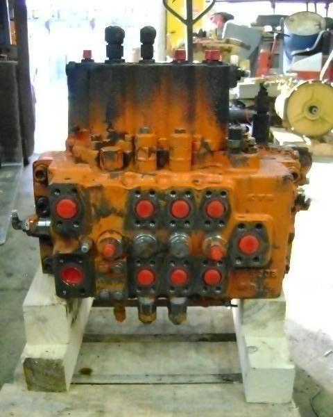 distribuidor para FIAT-HITACHI FH 200.3 excavadora