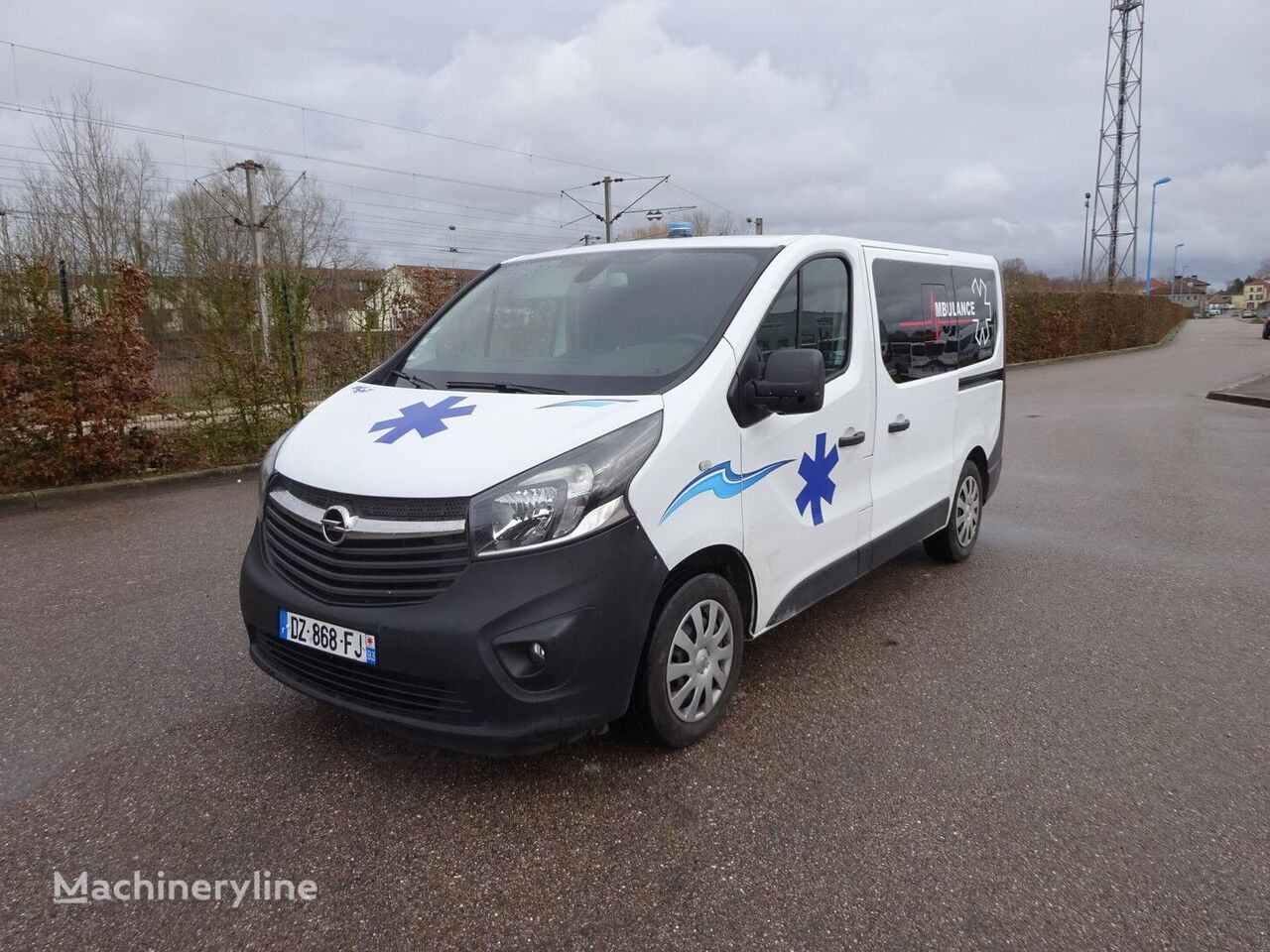OPEL VIVARO 32 000 km 2016 ambulancia