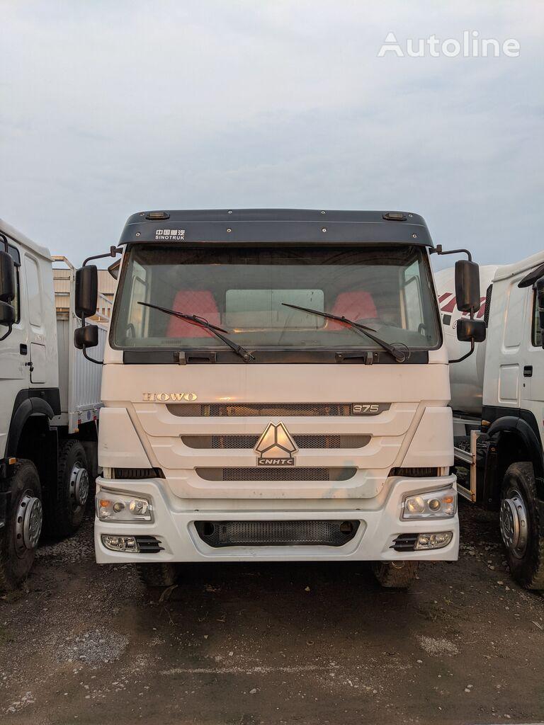 HOWO 375 8x4 camión caja abierta