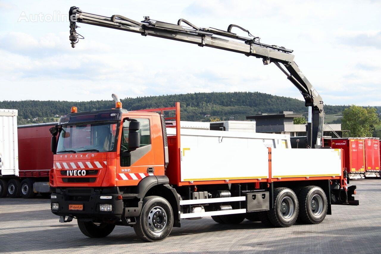 camión caja abierta IVECO TRAKKER 330 / 6X4 / MACARA HIAB 144 / RADIO COMMANDE / ROTATOR /