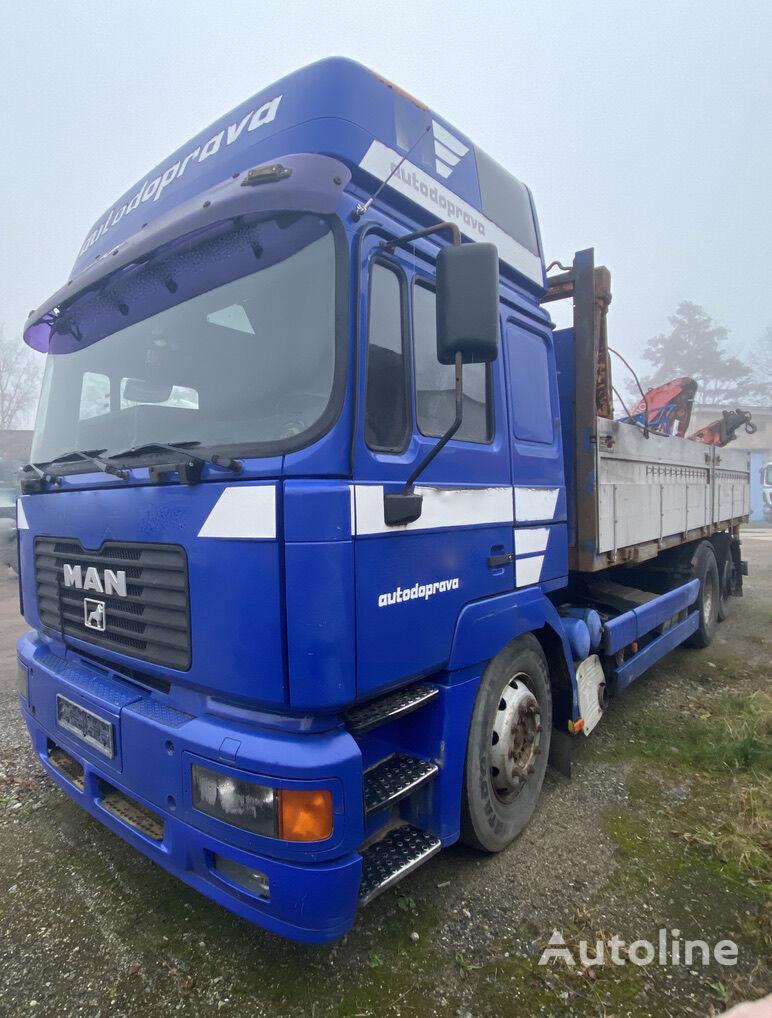 MAN 26.464 + Fassi F110 camión caja abierta