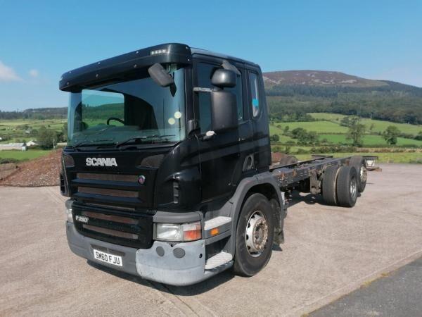 SCANIA P280 camión chasis