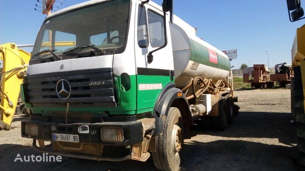 MERCEDES-BENZ 2024 camión cisterna