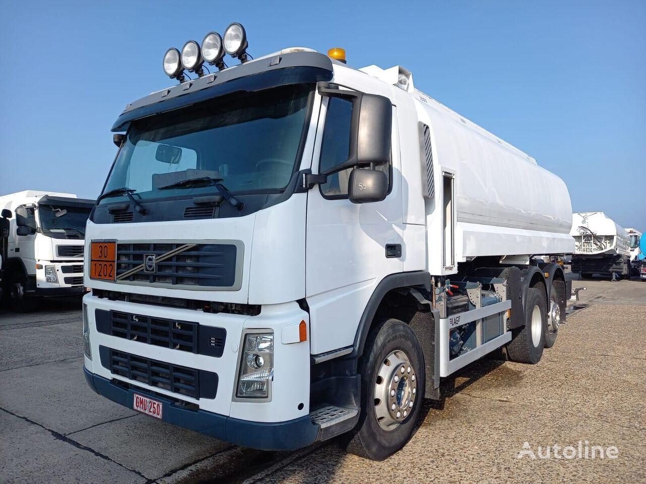 VOLVO camión cisterna