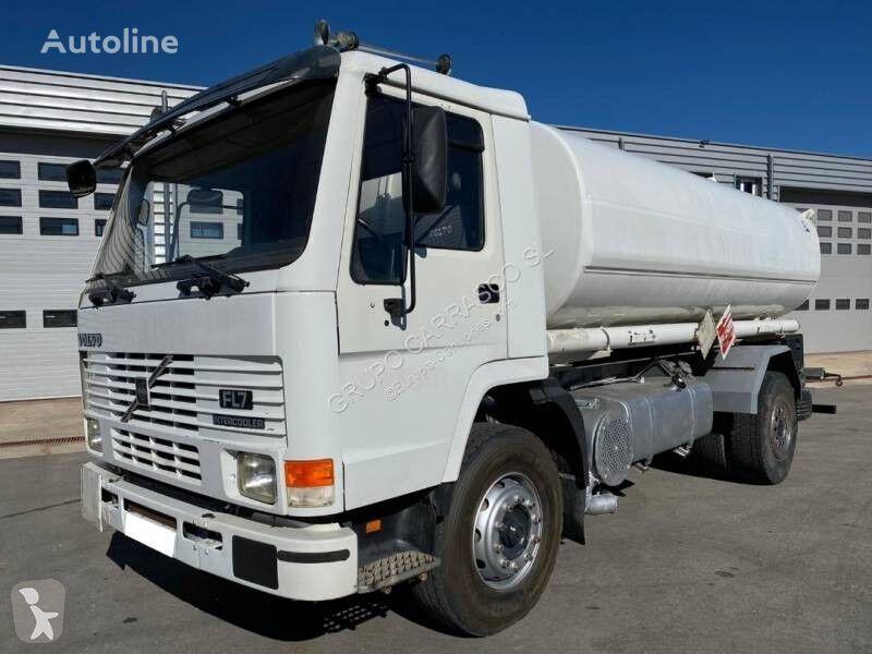 VOLVO FL7 240 camión cisterna