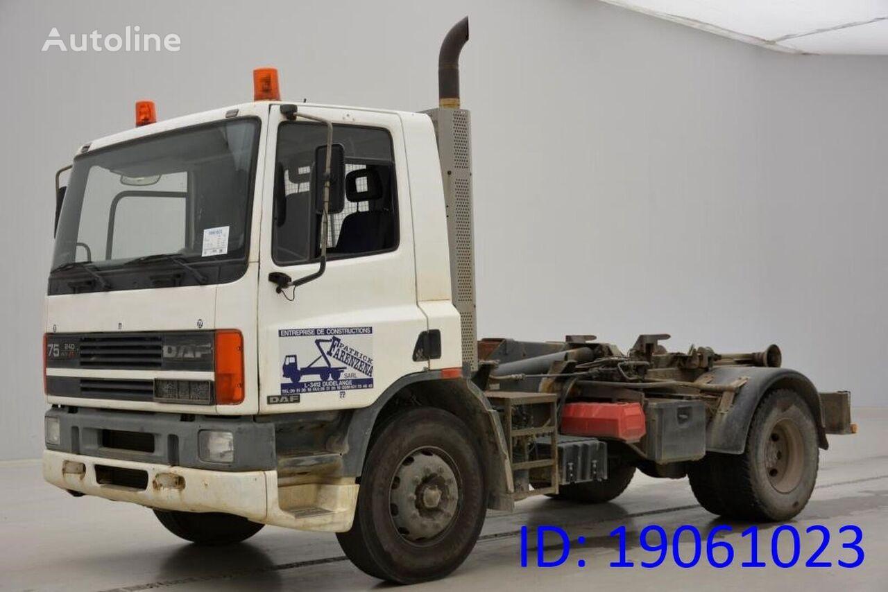 DAF 75.240 ATi camión con gancho