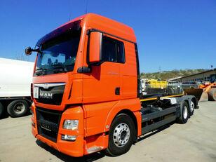 LIAZ TGX 26.480  camión con gancho