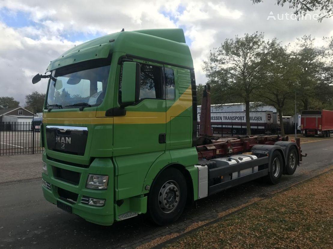 MAN 26-440 met haaksysteem (silosteller) camión con gancho