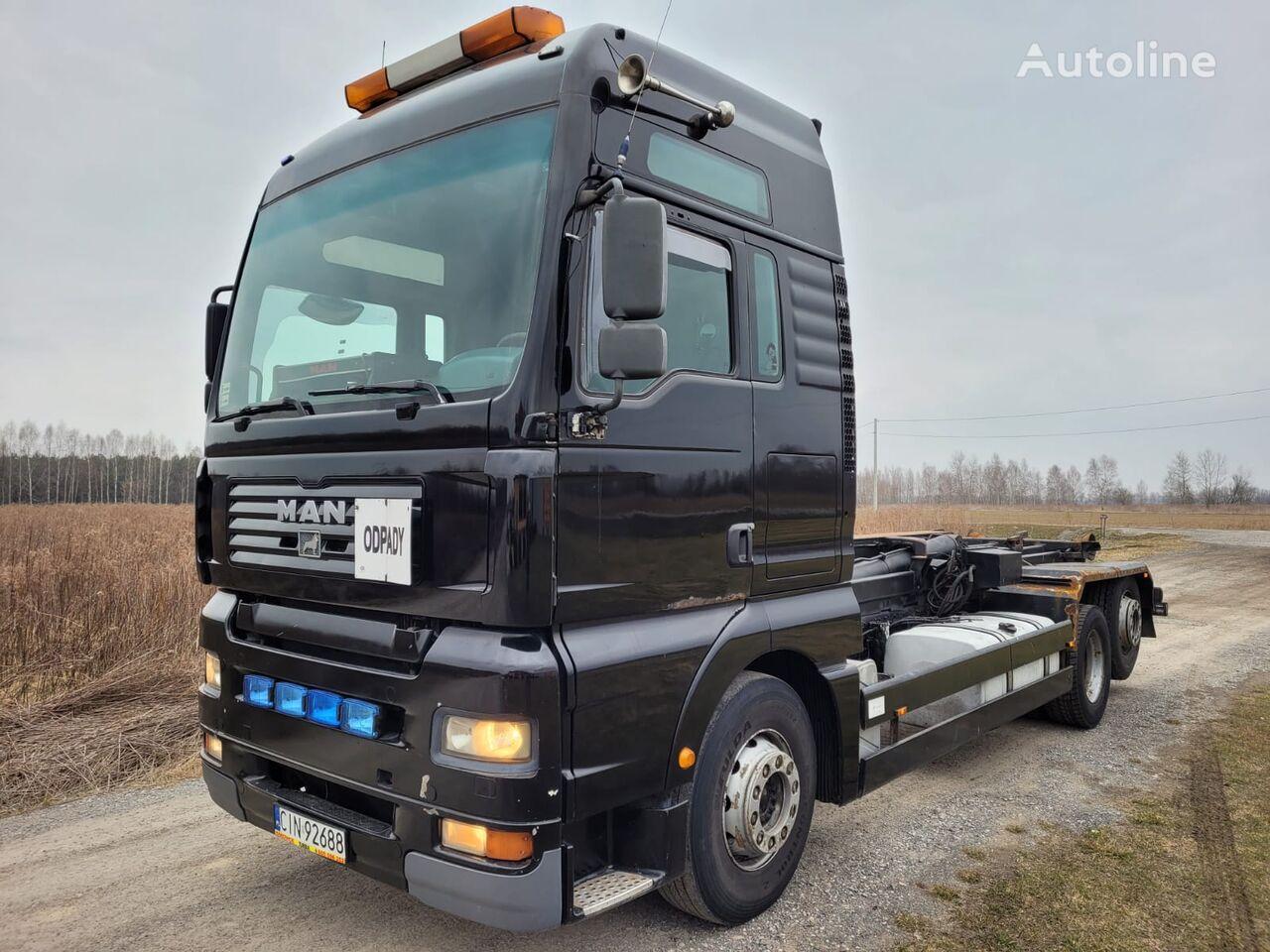 MAN TGA 26.430 camión con gancho