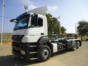 MERCEDES-BENZ AXOR 25 40 camión con gancho