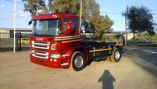 SCANIA P 270 camión con gancho