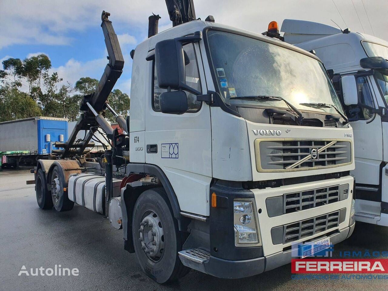 VOLVO FM 9 300CV 6X2 Poli basculante cubos reduzidos  camión con gancho