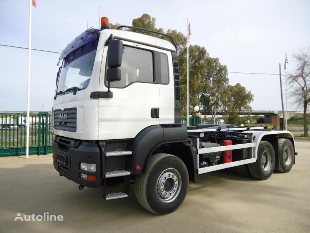 MAN TGA 26 460 camión con gancho
