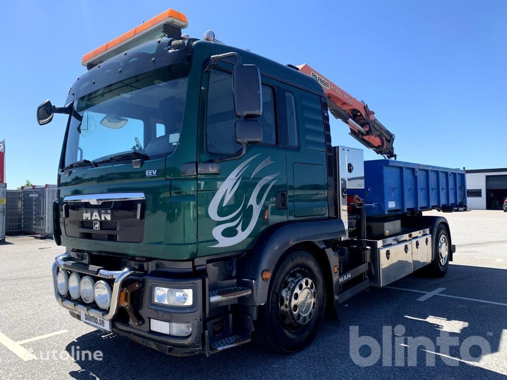 MAN TGM18.290 camión con gancho