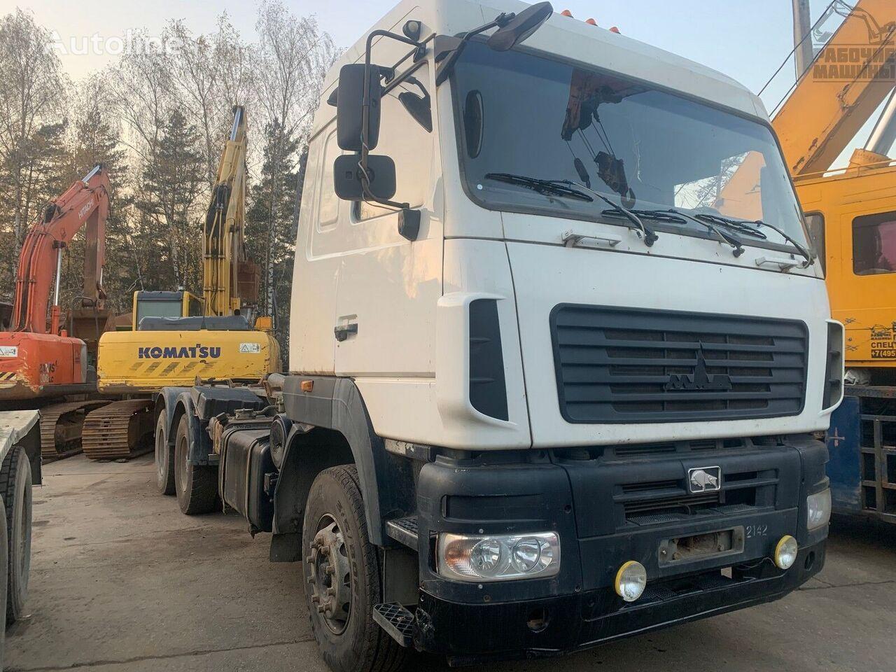 MAZ 6312v9 camión con gancho