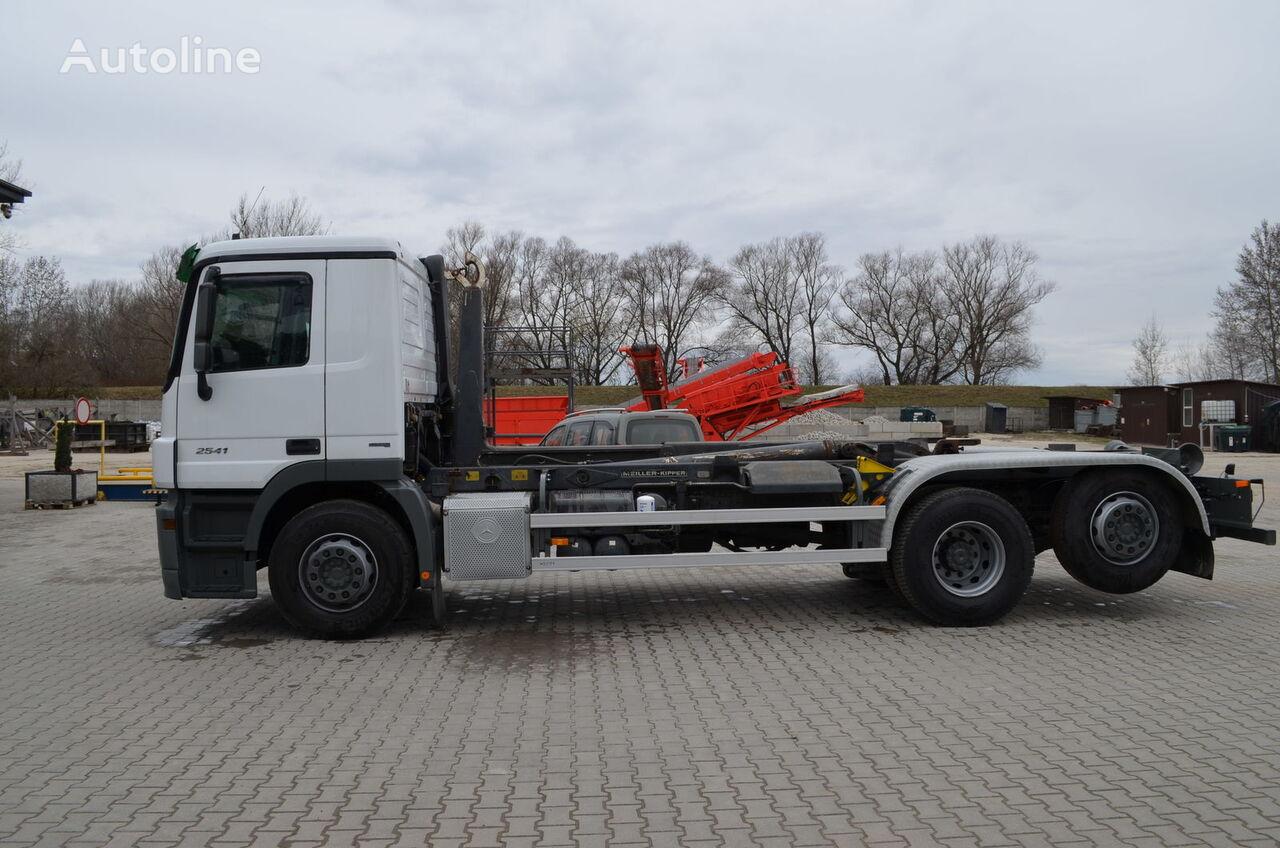 MERCEDES-BENZ Actros 2541 camión con gancho
