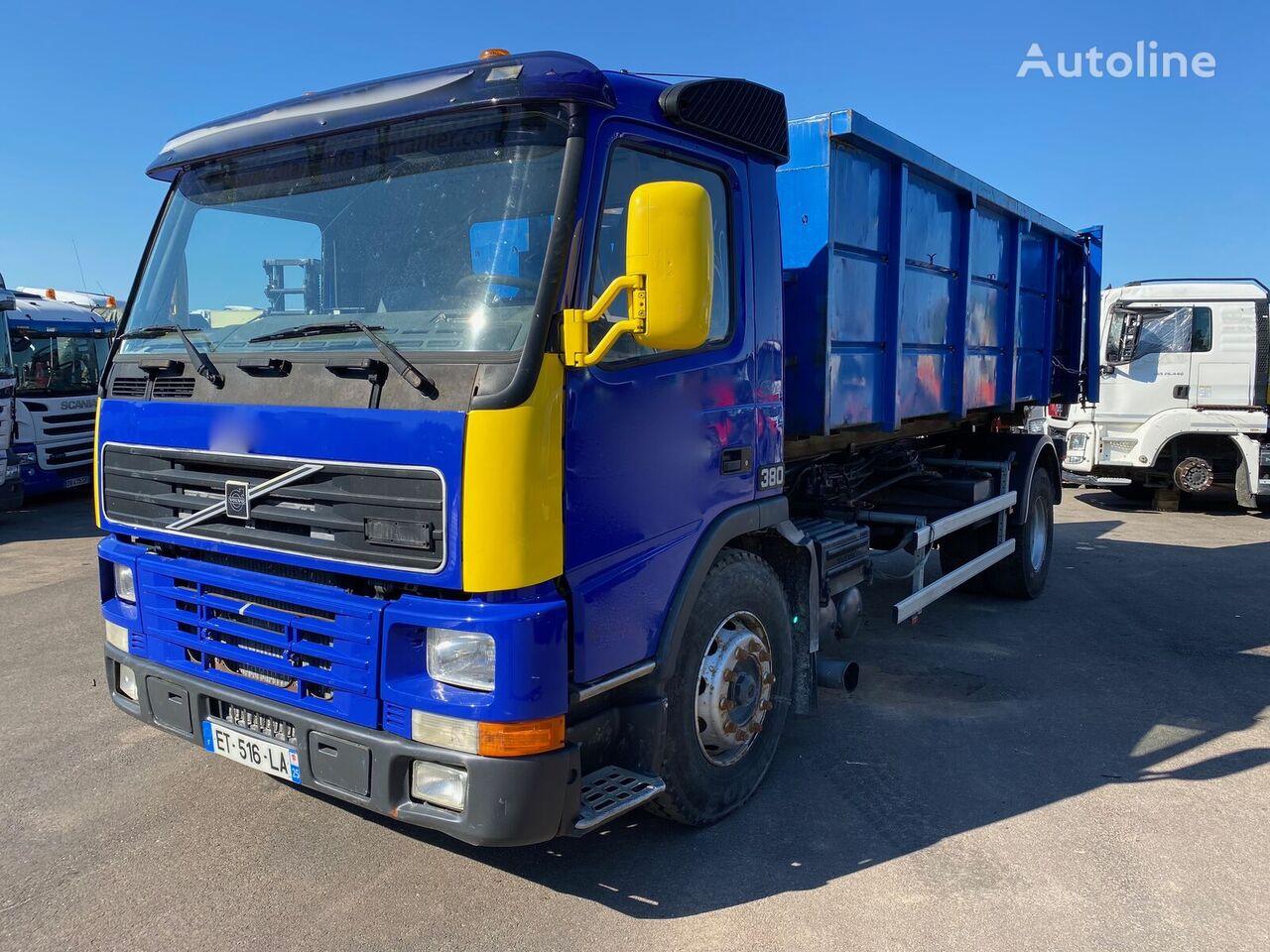 VOLVO FM12-380  camión con gancho siniestrado