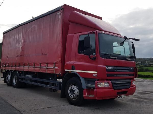 DAF 75 CF 310 camión con lona corredera