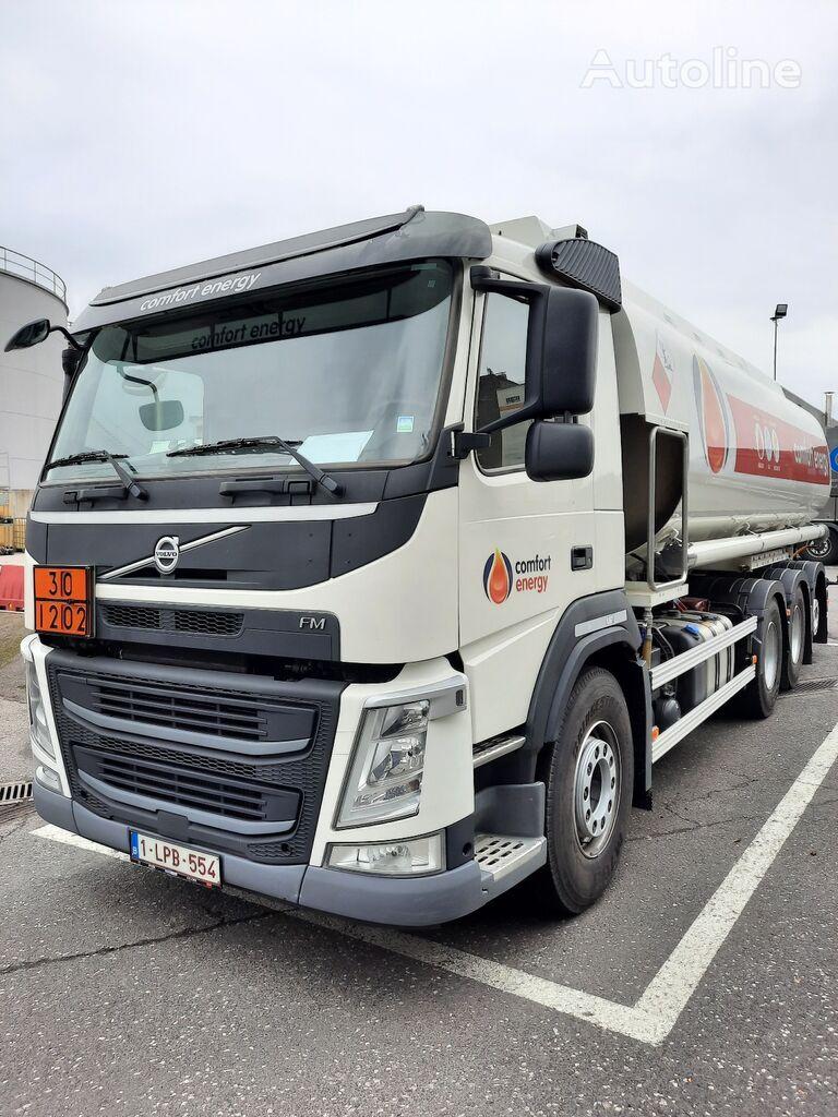 VOLVO camión de combustible