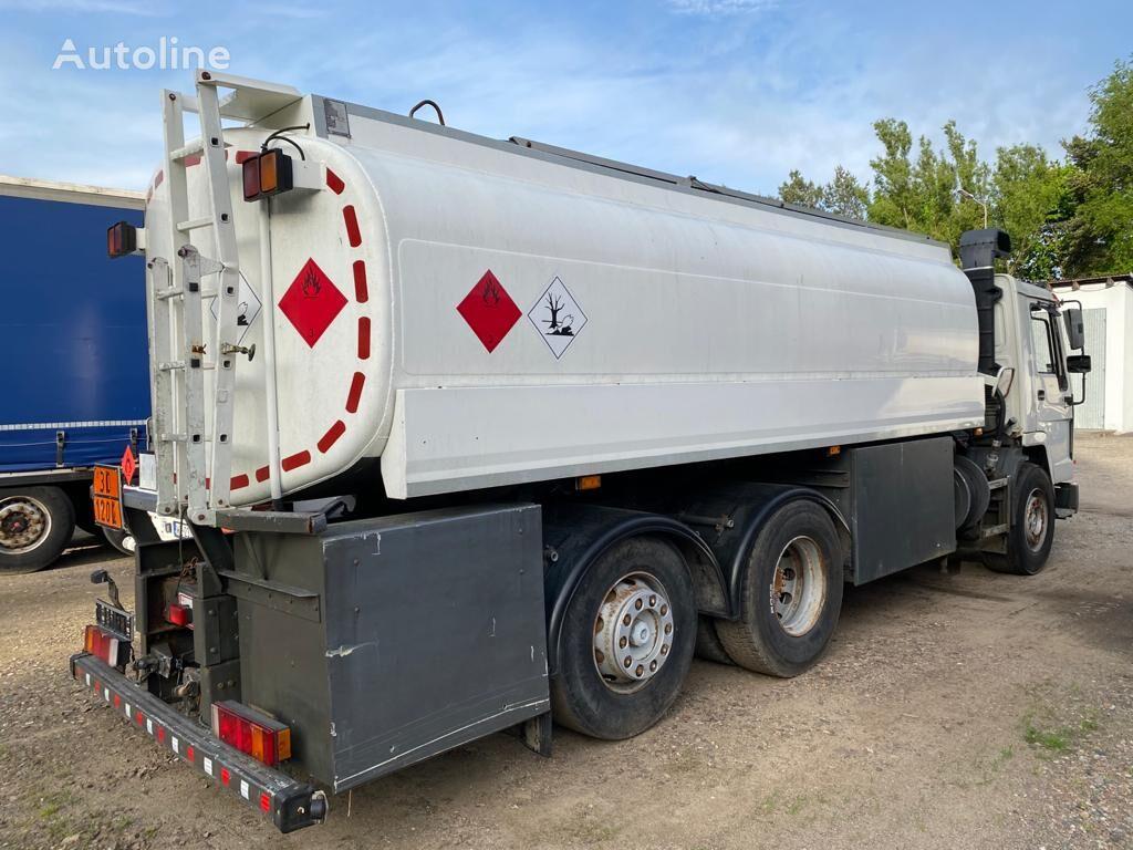 VOLVO Esterer 20m3/ 3 compatments camión de combustible