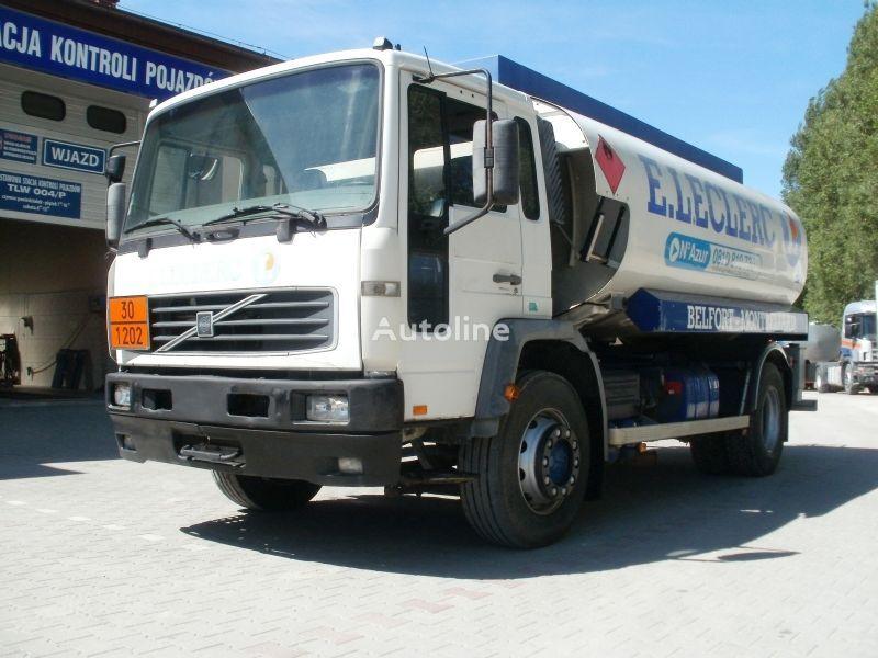 VOLVO FL19 M25 camión de combustible
