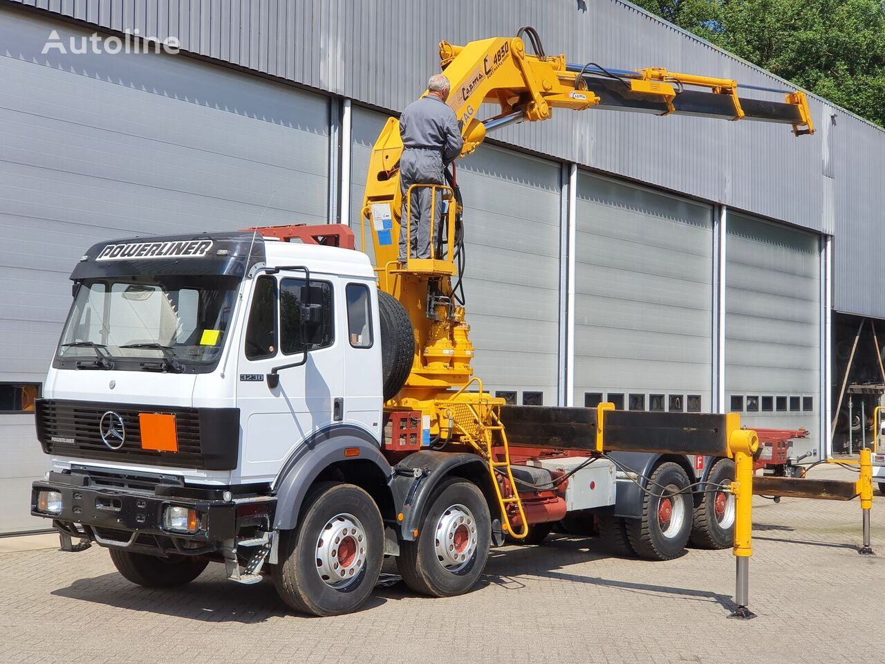 MERCEDES-BENZ 3238  camión de contenedores