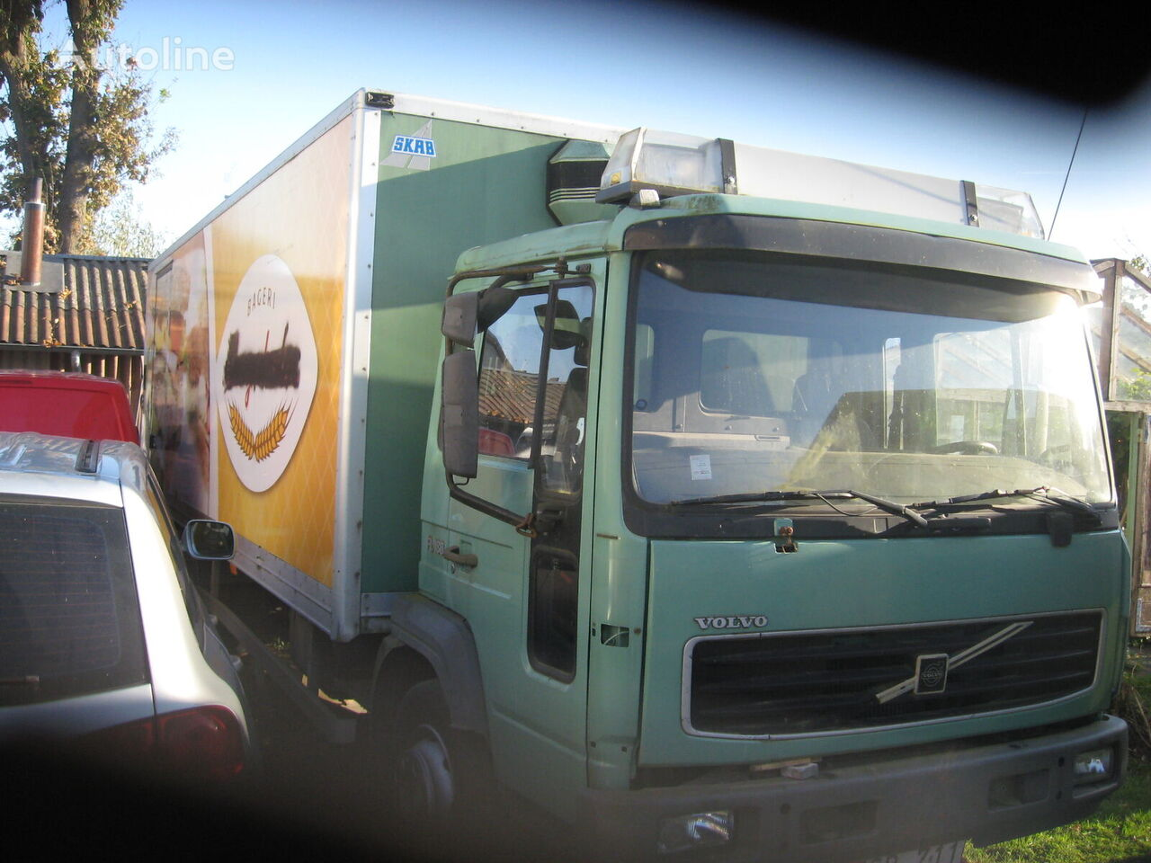 camion isotermo VOLVO FL 180