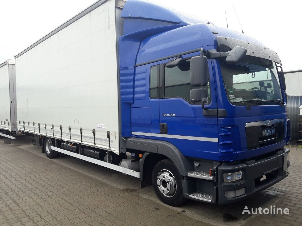 camión lona deslizante MAN TGL 8.250 + remolque con cortina lateral