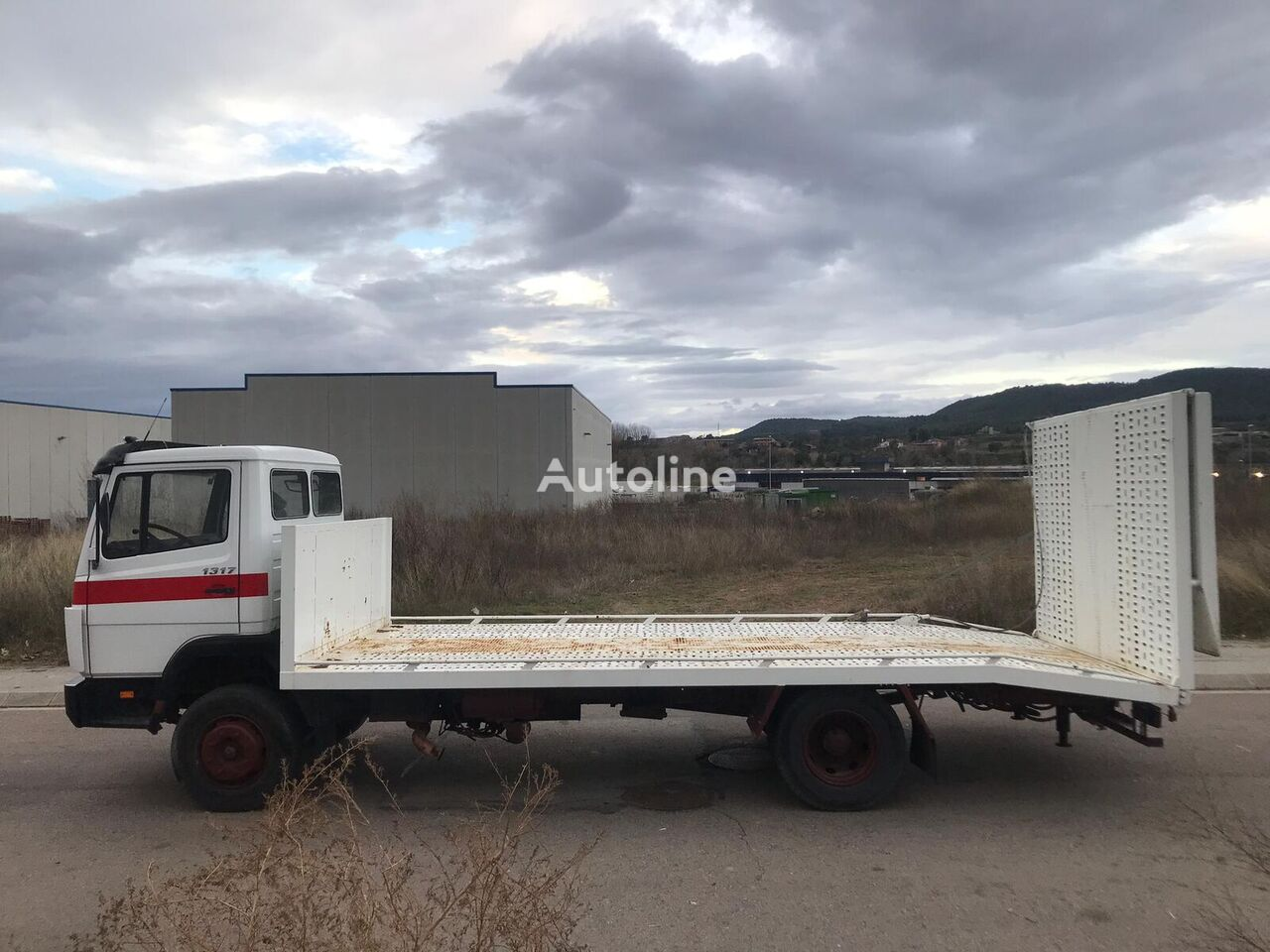 MERCEDES-BENZ 1317 camión portacoches