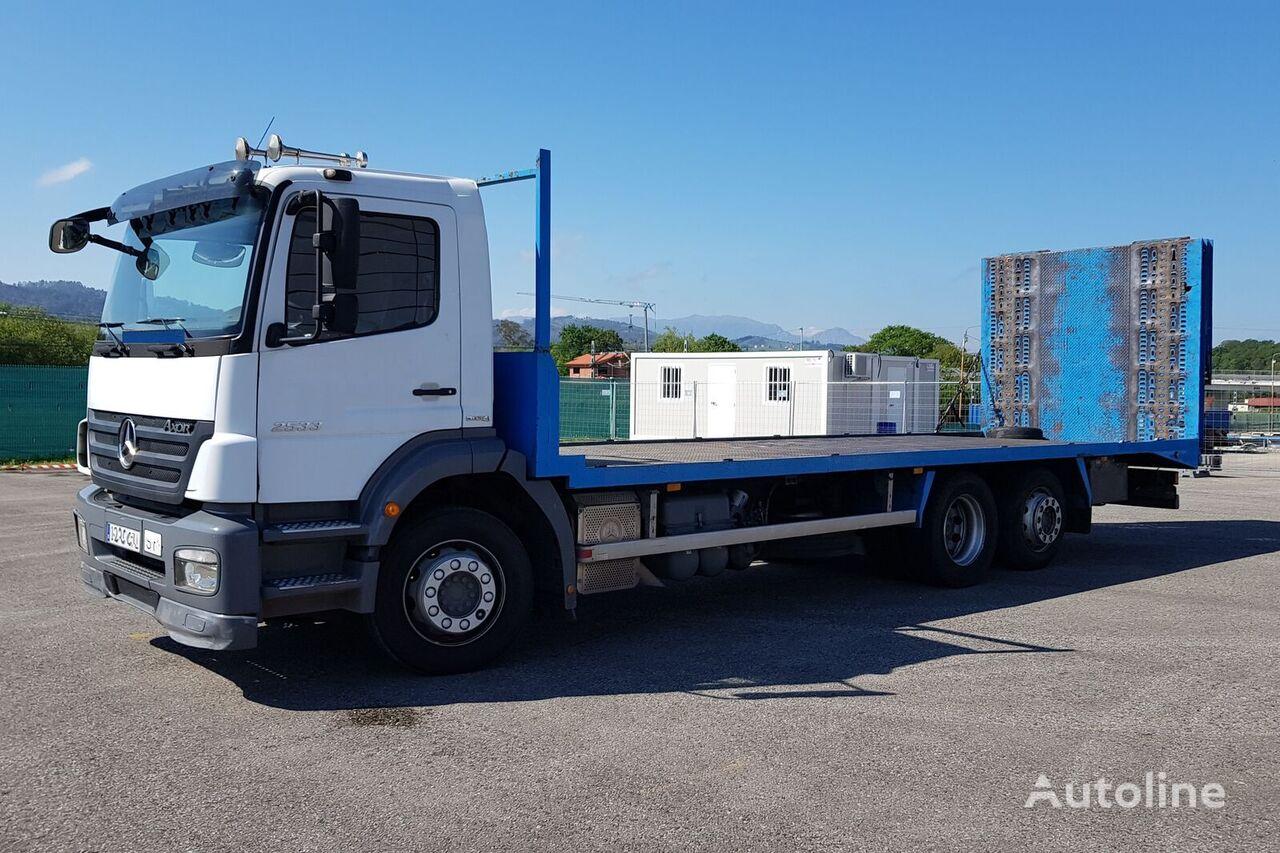 MERCEDES-BENZ AXOR 2533 - Portamáquinas camión portacoches