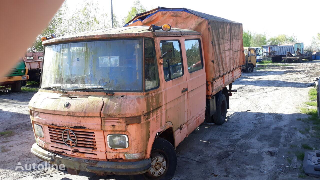 MERCEDES-BENZ 407D camión toldo