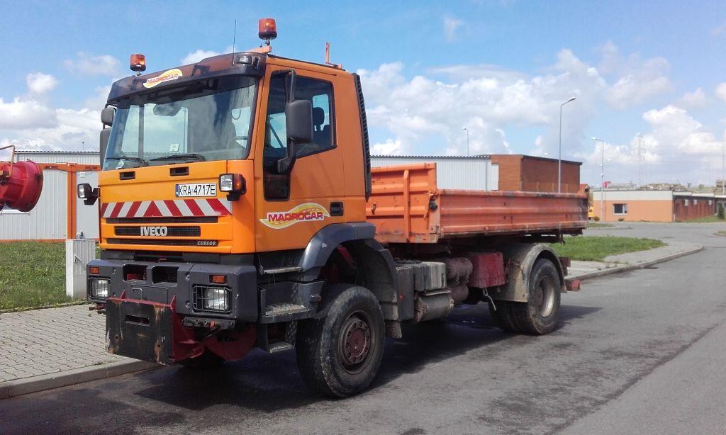 IVECO Trakker  camión volquete