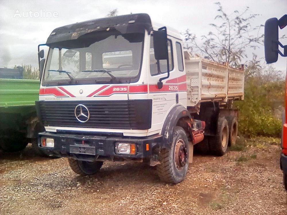 camión volquete MERCEDES-BENZ 2635