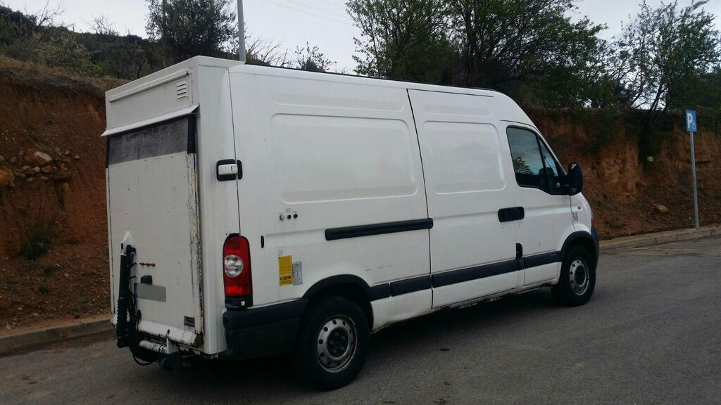 furgón RENAULT Master Liftgate van, second hand (Iveco,Ford Transit)