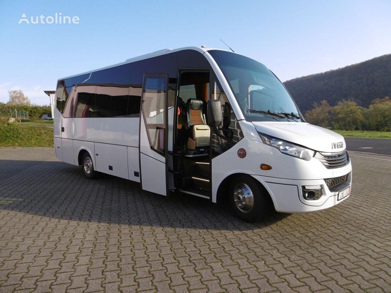 furgoneta de pasajeros IVECO 70C18 Daily 29+1+1 Pl. Komfort VIP