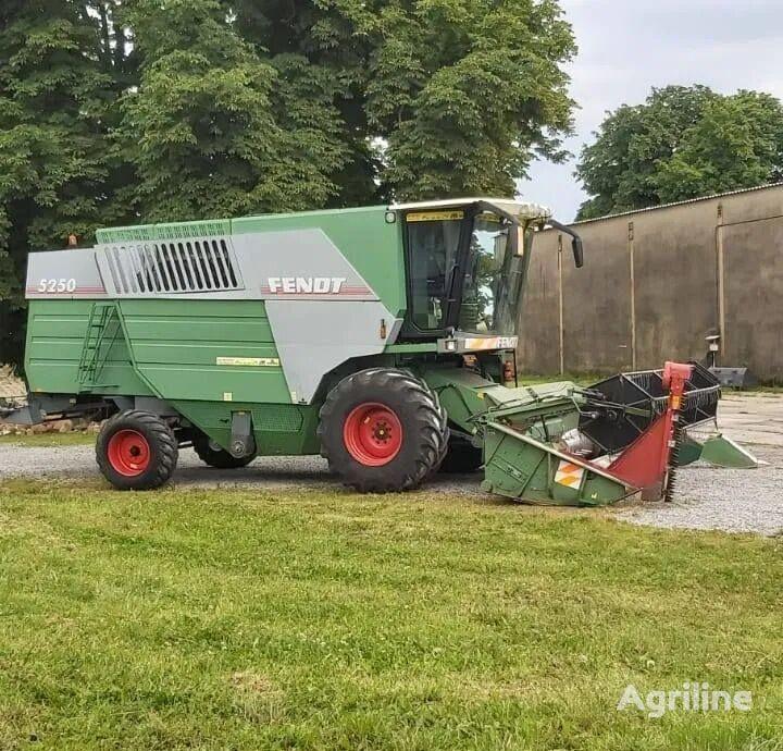 FENDT 5250 cosechadora de cereales