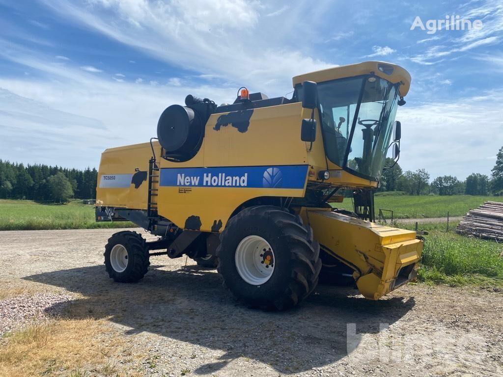 NEW HOLLAND TC5050 cosechadora de cereales