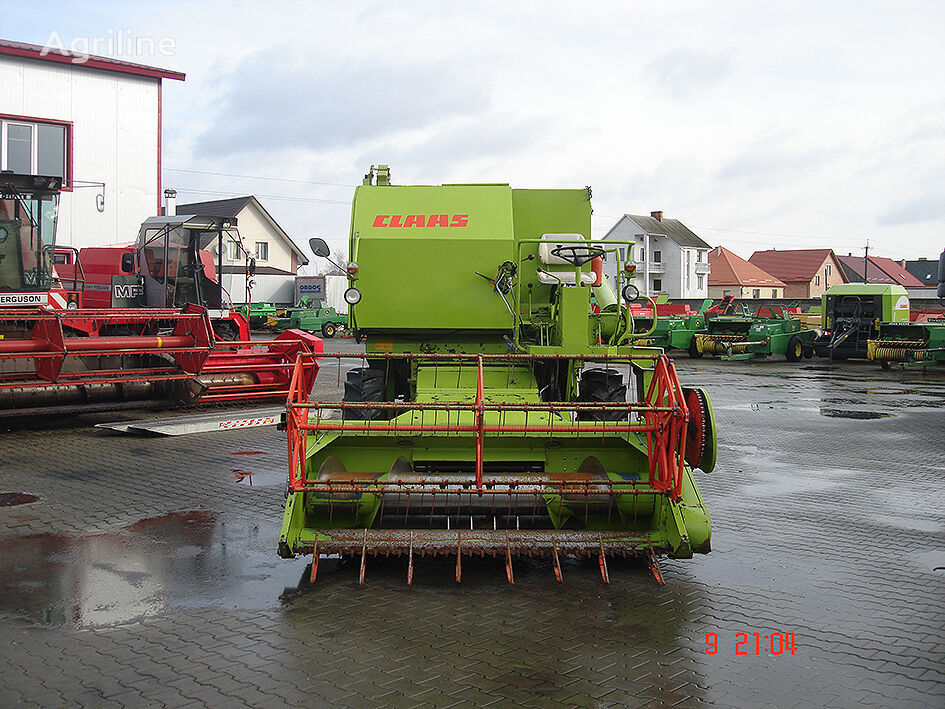 CLAAS Compact 30 cosechadora