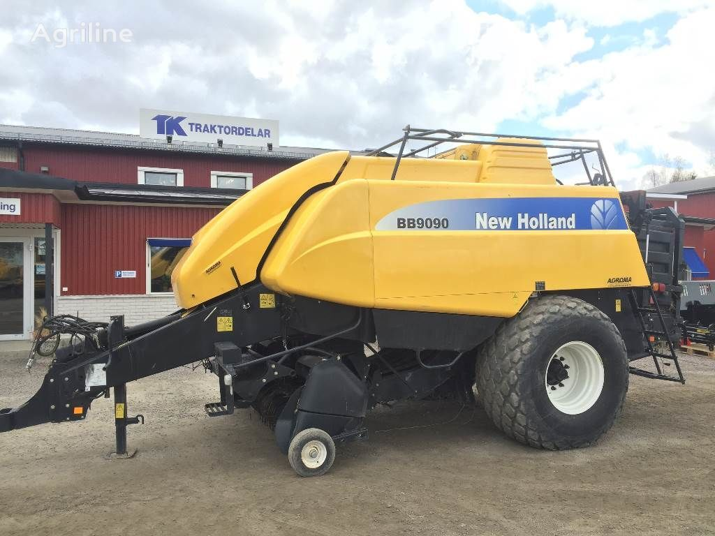 NEW HOLLAND BB9090 Damaged / Skadad rotoempacadora