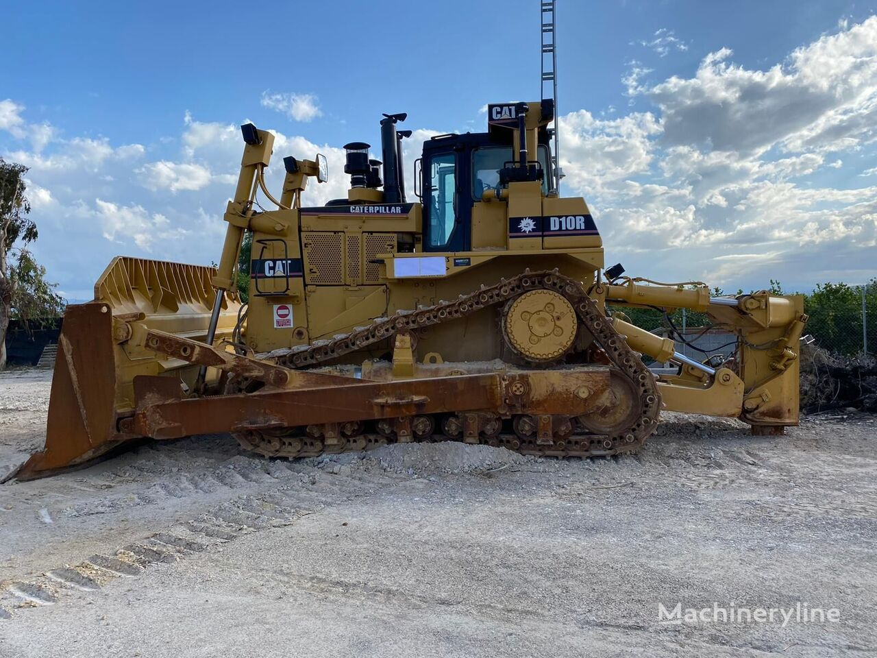 CATERPILLAR D 10 R bulldozer