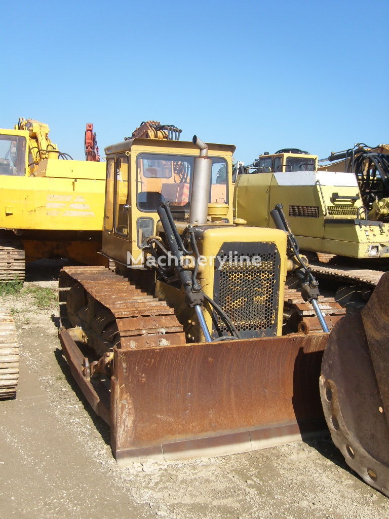 CATERPILLAR D4 bulldozer