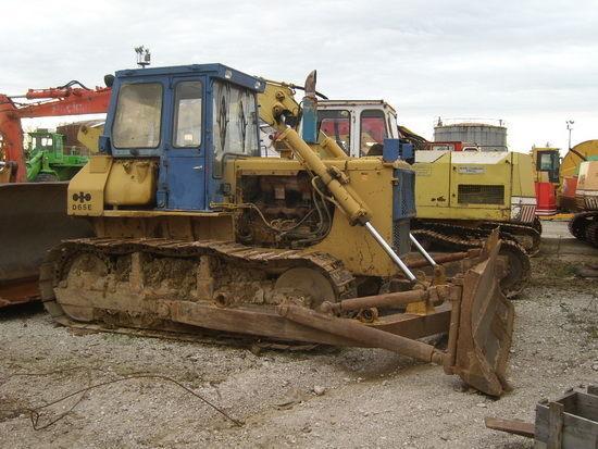 KOMATSU D65E-8 bulldozer