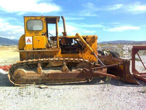 KOMATSU D85A-12 bulldozer