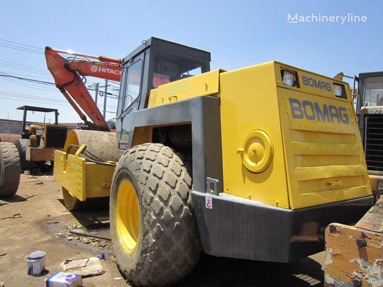 BOMAG BW217 compactador de tierra